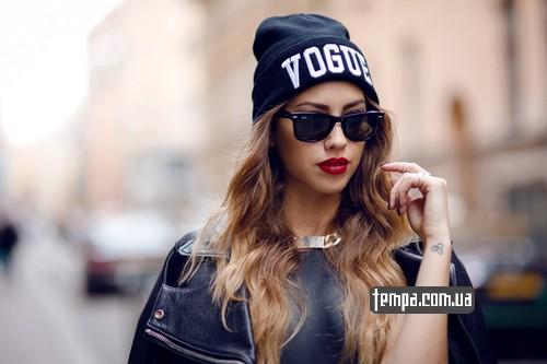 Фото девушек в шапках модных