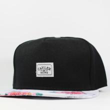Кепка Snapback Cayler and Sons черная с цветами бейсболка