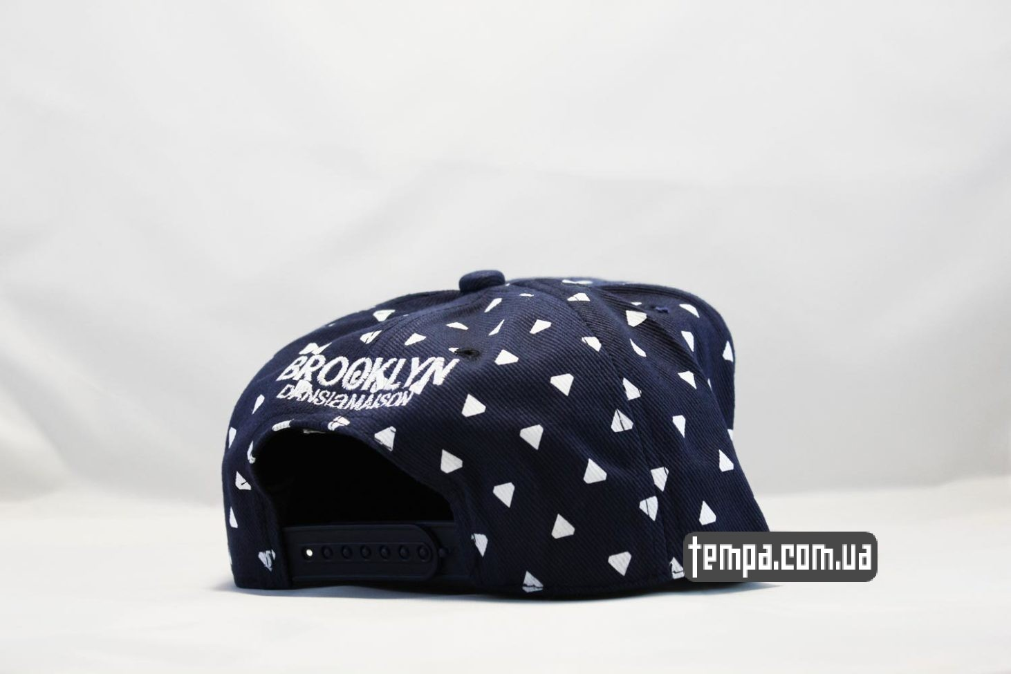 dans la maison In The House кепка snapback cayler and sons brooklyn eye глаза красные