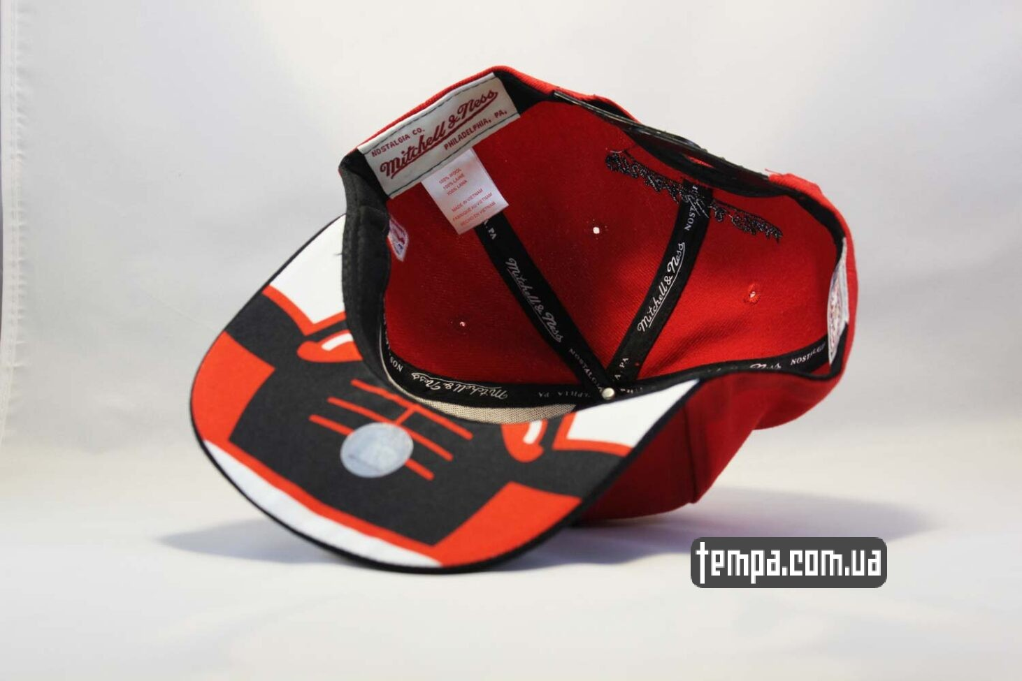 Mitchell and Ness кепка snapback Chicago Bulls New Era красная с быком