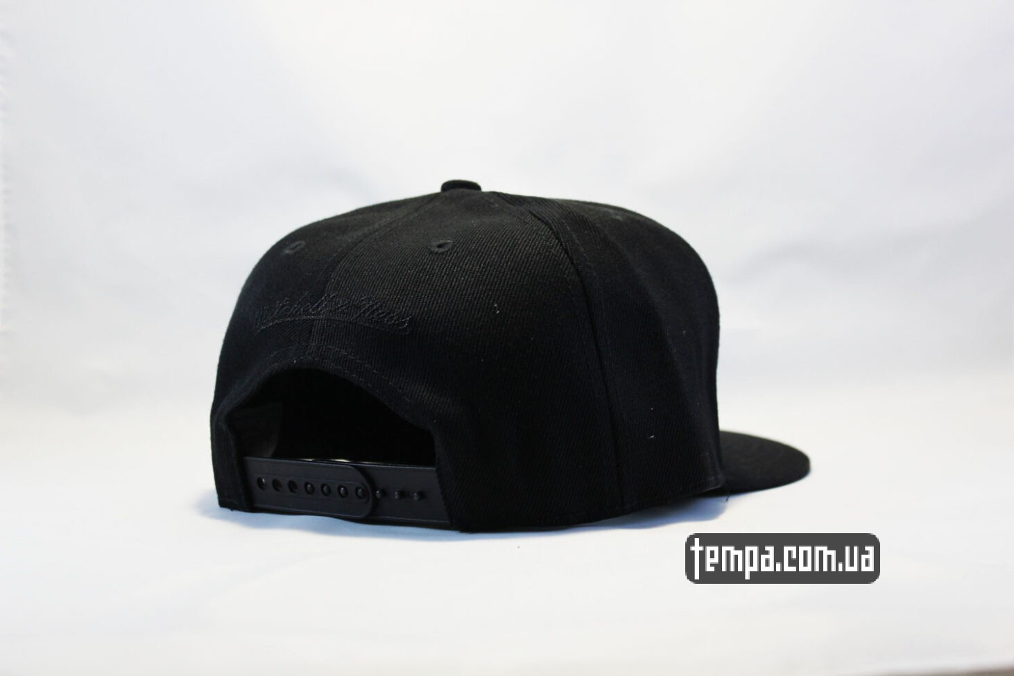 Mitchell and Ness кепка snapback Chicago Bulls black New Era черная с черным быком