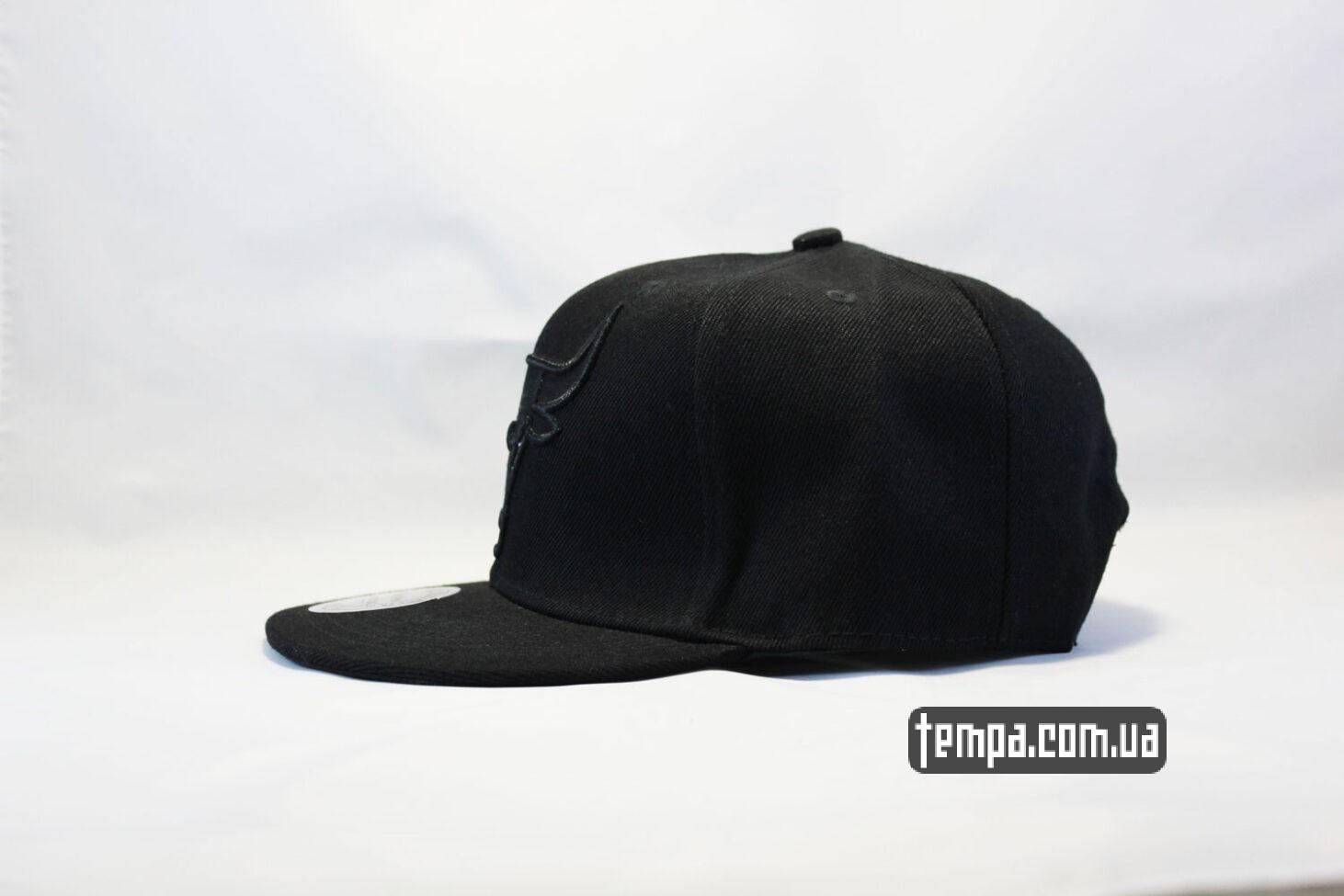 чисто черная без лишнего кепка snapback Chicago Bulls black New Era черная с черным быком